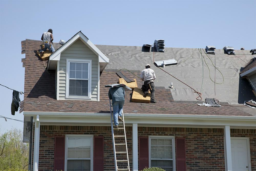 Emergency! What to Do In a Roofing Disaster