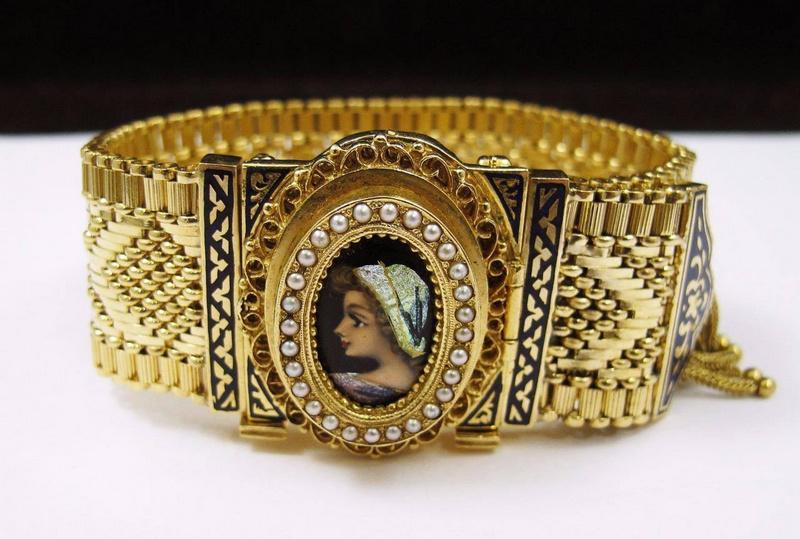Large Selection of Antique Jewelry in Philadelphia