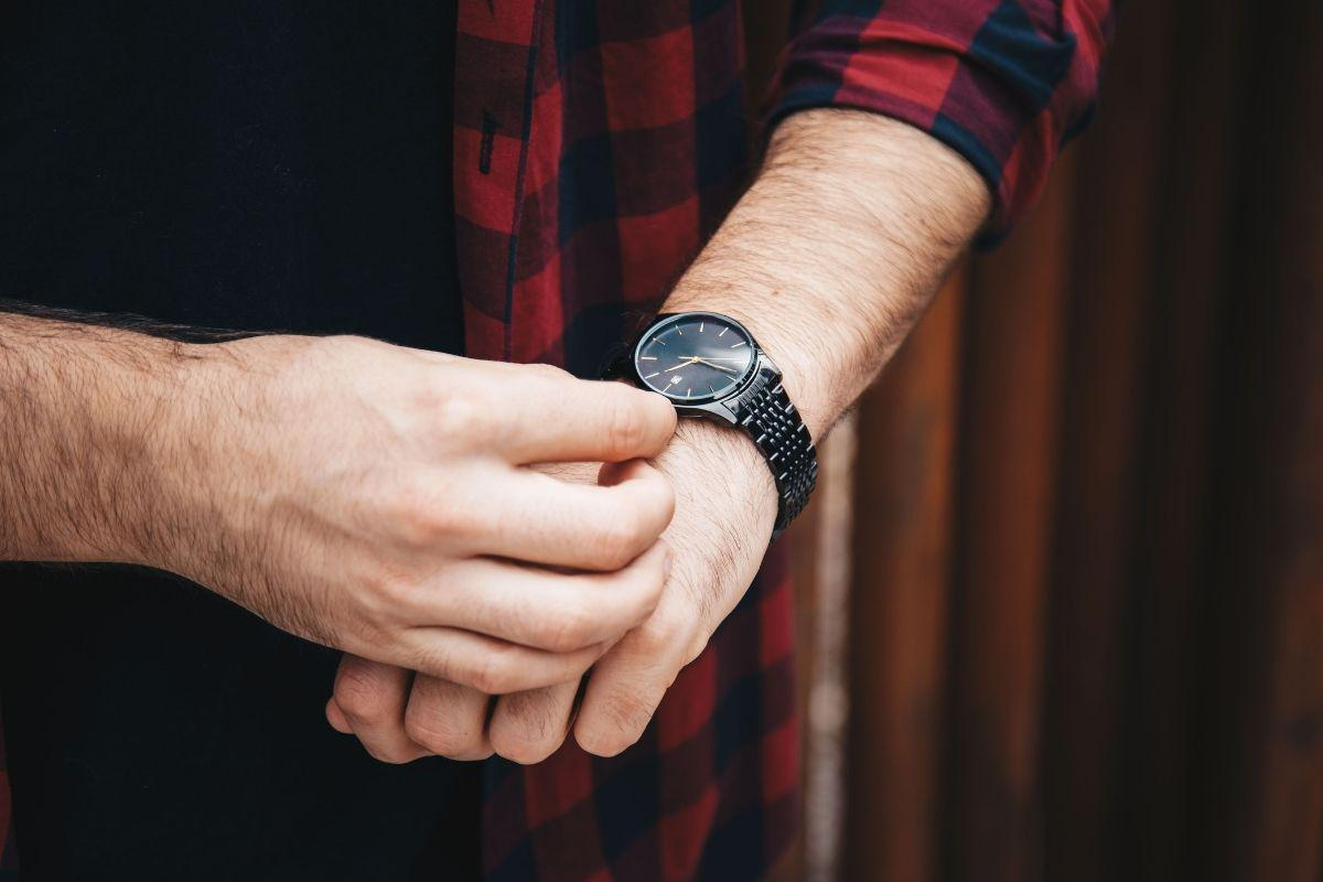 How to Get the Most Money When Pawning or Selling Your Watch