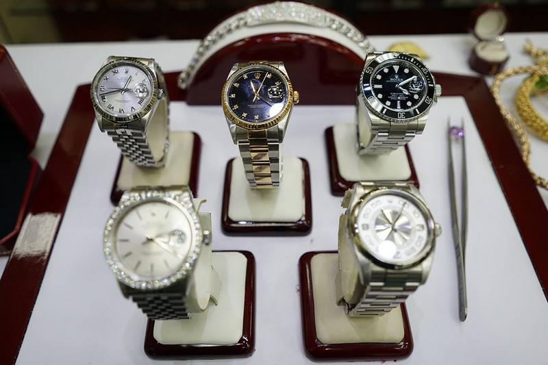 Should You Buy and Sell Luxury Watches at a Pawn Shop or an Authorized Dealer?