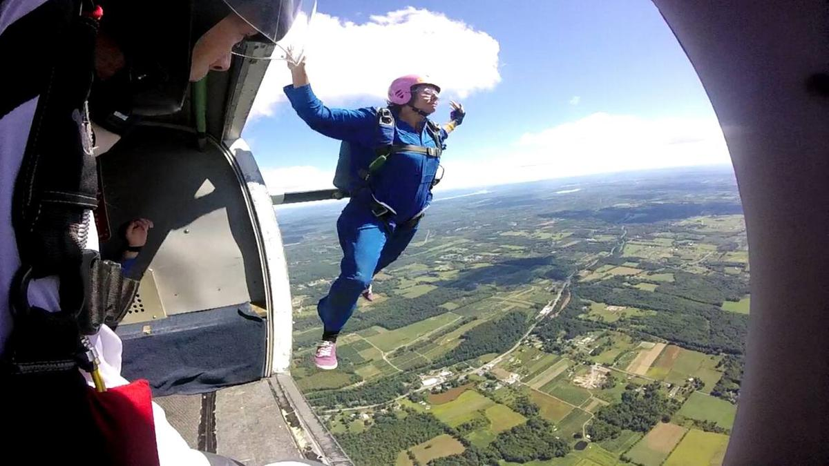 ADVENTURES IN SKYDIVING - PUSHING PERSONAL LIMITS