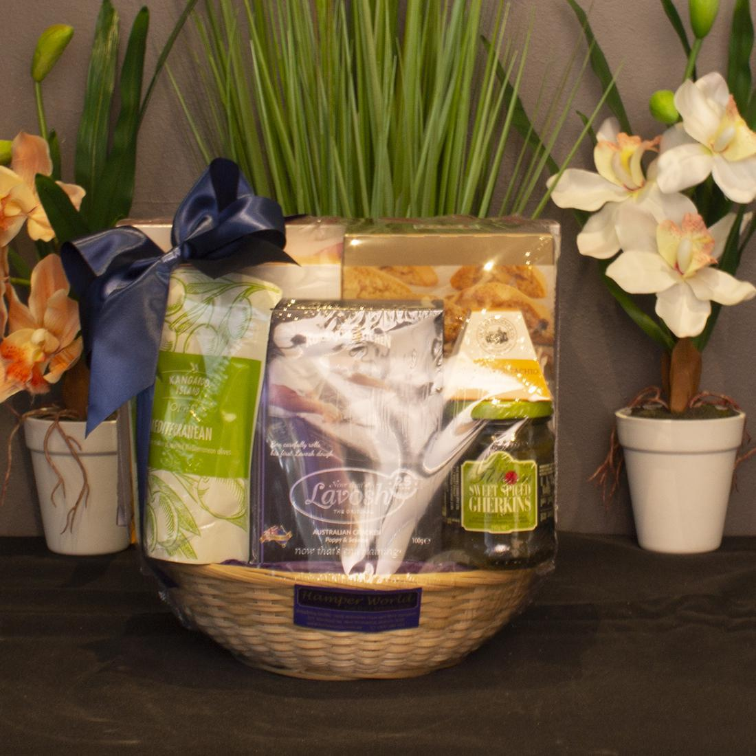 Picture of: Hamper World Round Bamboo Basket With Gourmet Foods