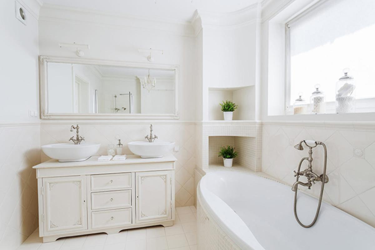 Bathroom Cleaning Tips and Tricks
